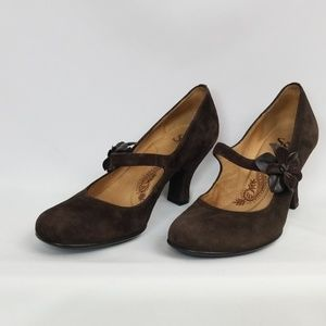 Sofft brown suede heels with flower detail, sz8M